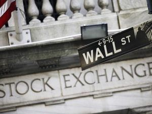 us-stocks-rise-moderately-light-trading-122115